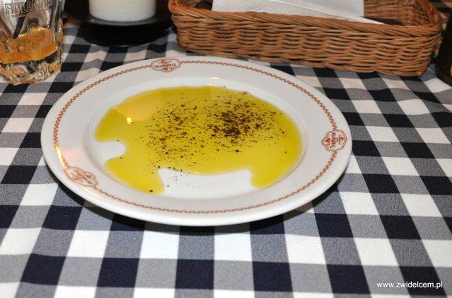 Trattoria Pergamin - oliwa na talerzu