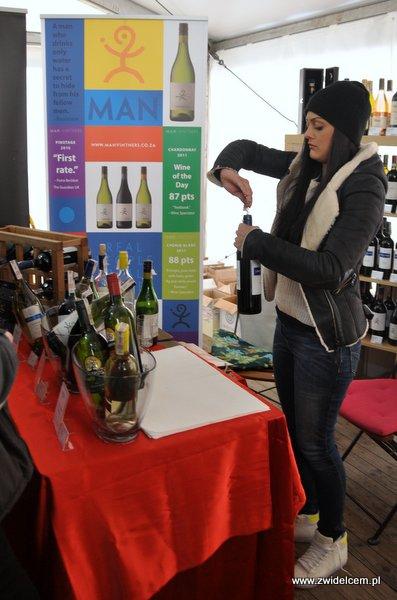 Kraków - Tour de Fromage - otwieranie wina