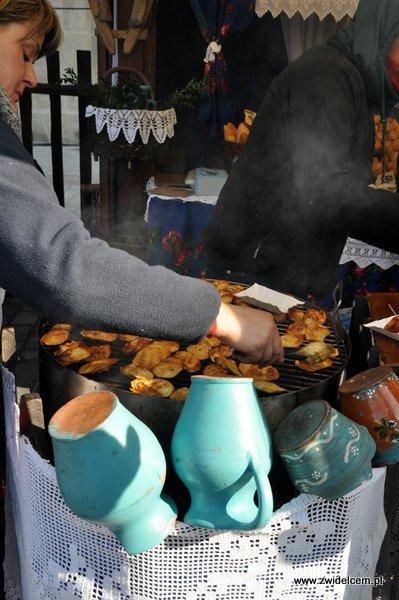 Kraków - Kiermasz Wielkanocny - oscypki z grilla