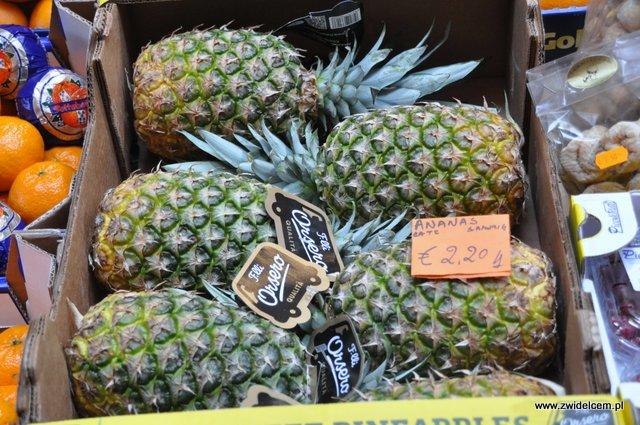 Bolonia - targ - ananasy