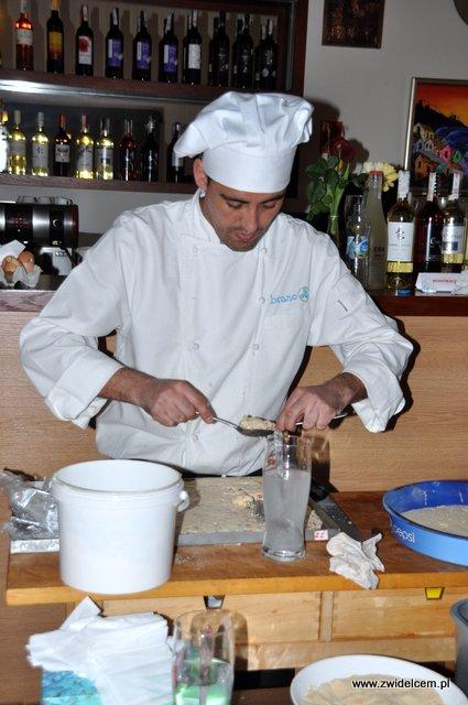 Kraków - Valparaiso - warsztaty tapas - jak formować krokiety