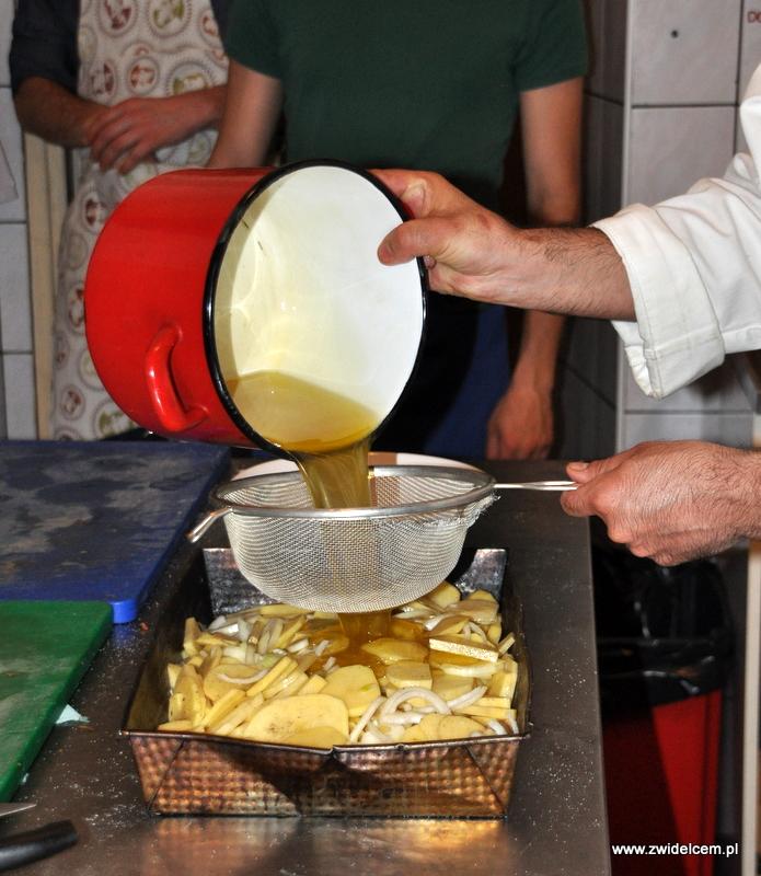 Kraków - Valparaiso - warsztaty dań duszonych - ziemniaki zalewamy oliwą