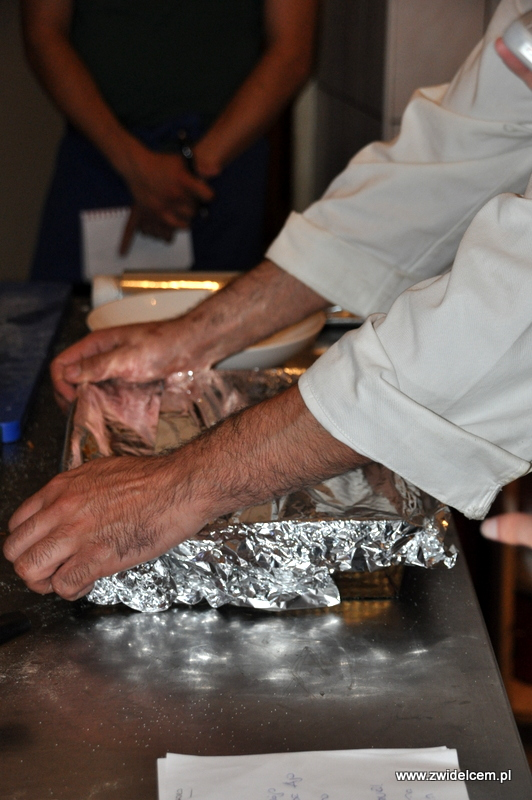 Kraków - Valparaiso - warsztaty dań duszonych - ziemniaki przykrywamy folią