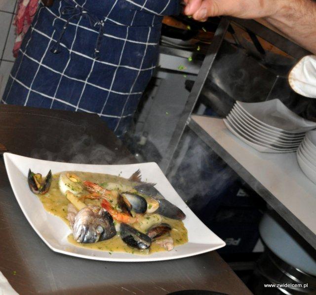 Valparaíso - warsztaty owoce morza - dorada w sosie baskijskim i pietruszką