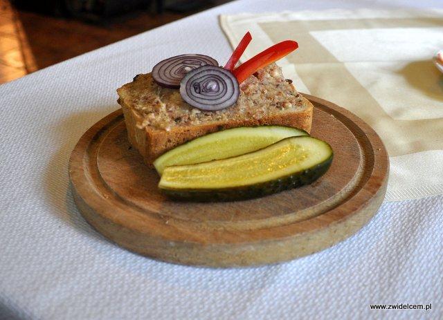 Czarna - Zajazd pod Czarnym Kogutem - pajda chleba ze smalcem