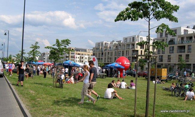 Warszawa - Street Food Festival - trawnik i ludzie