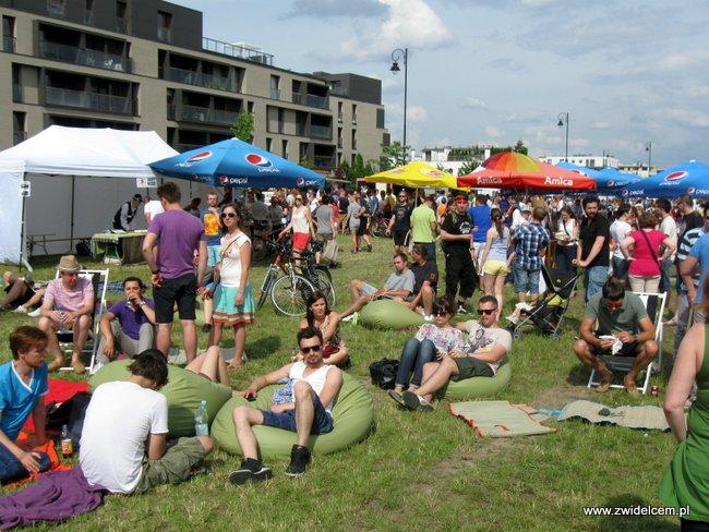 Warszawa - Street Food Festival - trawnik