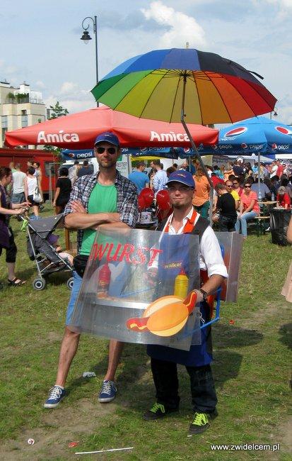 Warszawa - Street Food Festival - przenośne kiełbaski