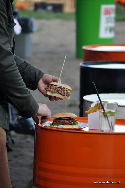 Najedzeni Fest Jesień - Burgertata - burger na pół