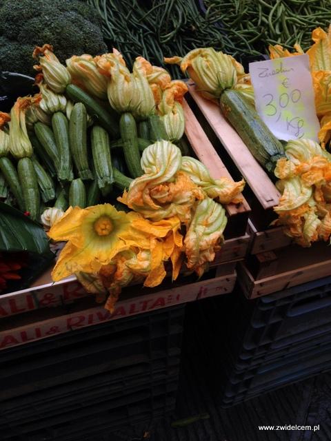 Piza - targ - kwiaty cukinii