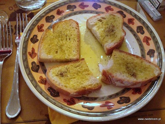 Pisa - Osteria I Santi - grzanki z oliwą i czosnkiem