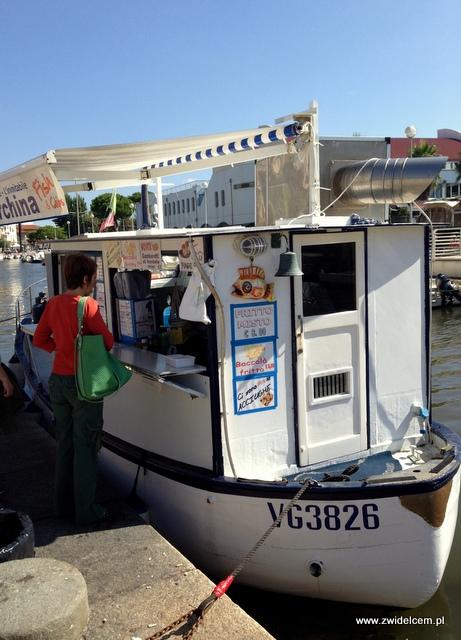 Pisa - Viareggio - Barka ze smażonymi owocami morzaa