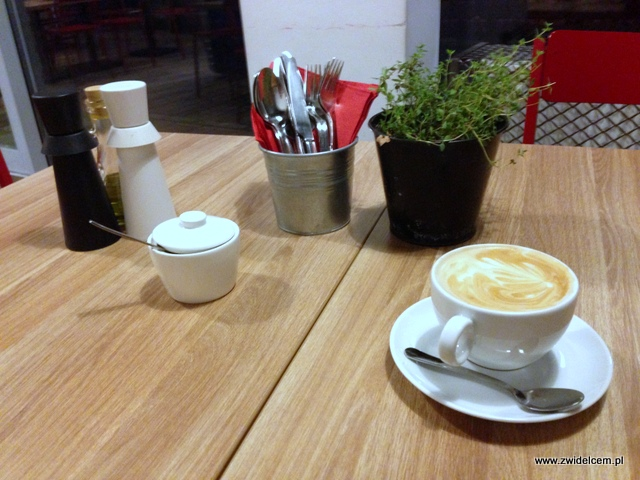 Kraków - Manufaktura - cappuccino