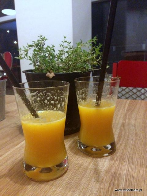 Kraków - Manufaktura - sok z pomarańczy