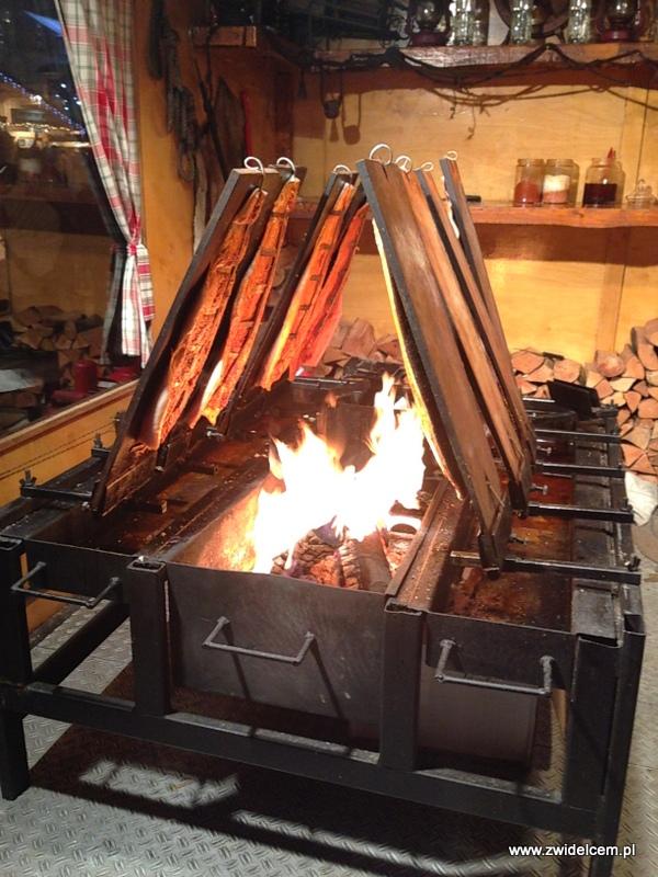 Berlin - weihnachtsmarkt charlottenburg - wędzone ryby