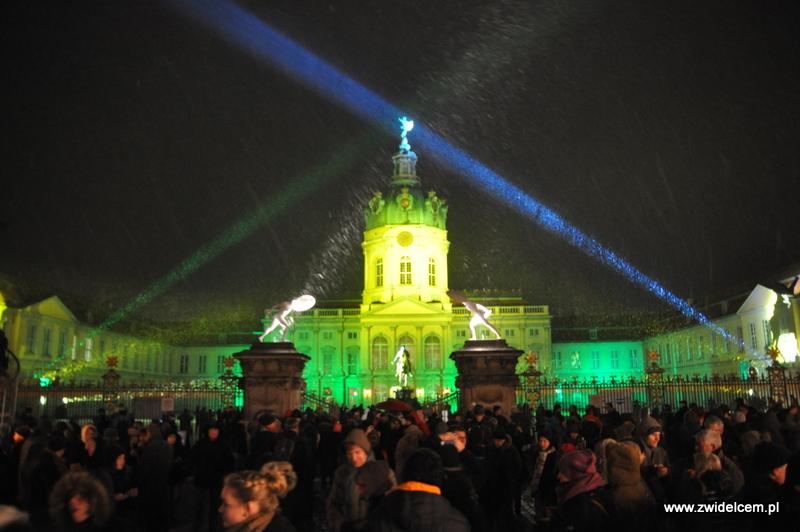 Berlin - weihnachtsmarkt charlottenburg - oświetlony pałac