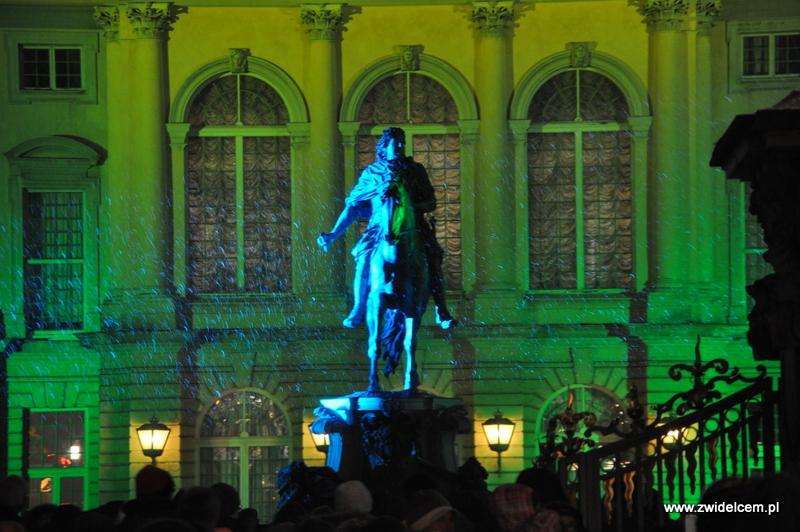 Berlin - weihnachtsmarkt charlottenburg - oświetlony pomnik