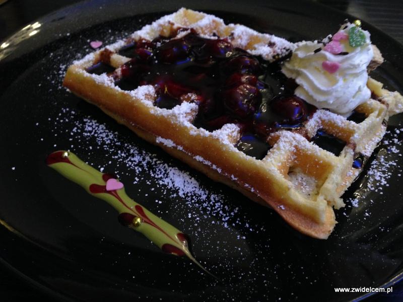 Berlin- Märchenwaffel - gofr z czekoladą i wiśniami