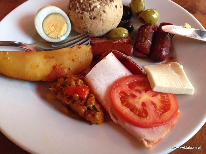 Berlin - Euphoria - niedzielny brunch - kiełbaski, jajka, wędliny