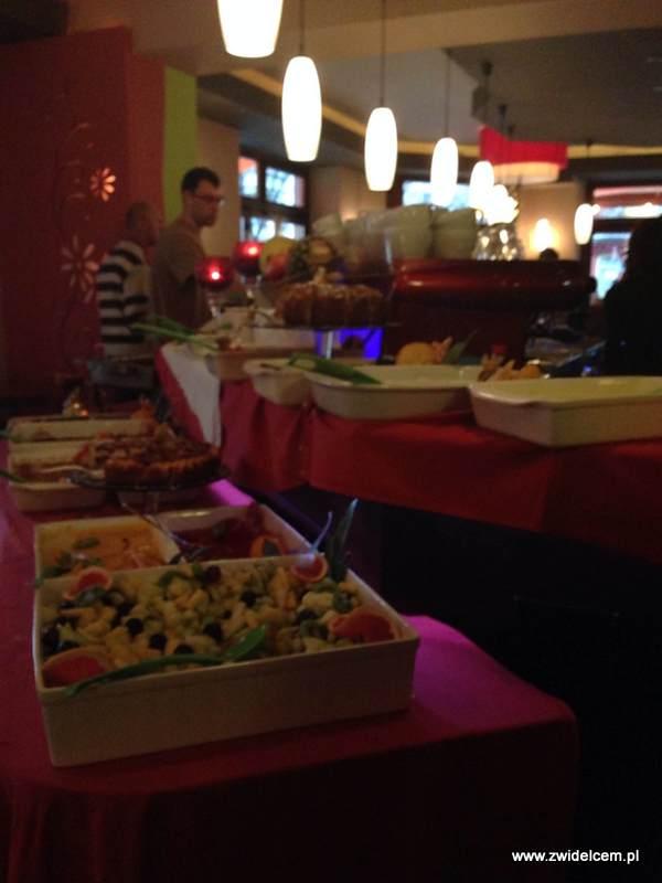 Berlin - Euphoria - niedzielny brunch - stoły