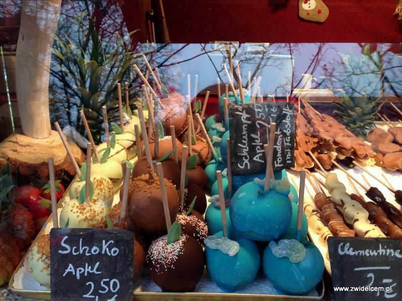 Berlin – Weihnachtsmarkt am Alexanderplatz - jabłka w polewie