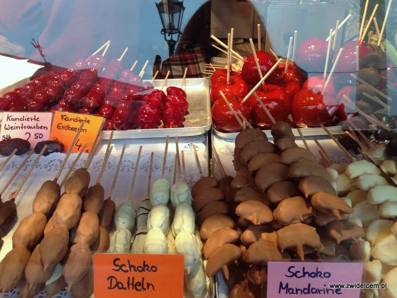 Berlin – Weihnachtsmarkt am Alexanderplatz - owoce w czekoladzie