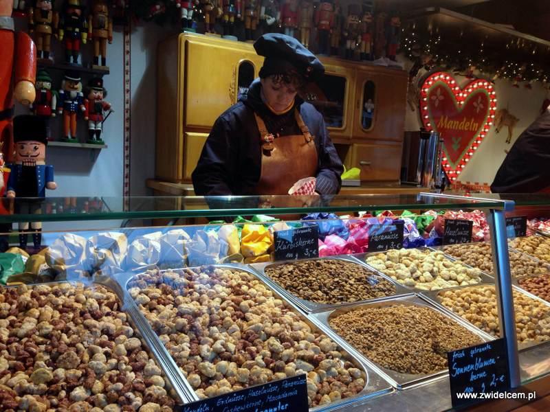 Berlin – Weihnachtsmarkt w Charlottenburg - orzechy