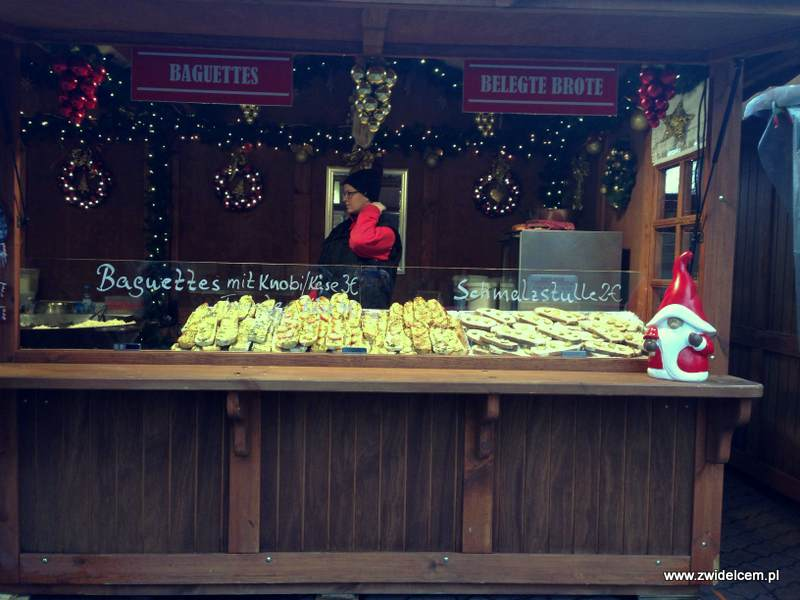 Berlin – Weihnachtsmarkt am Alexanderplatz - zapiekanki i chleb ze smalcem