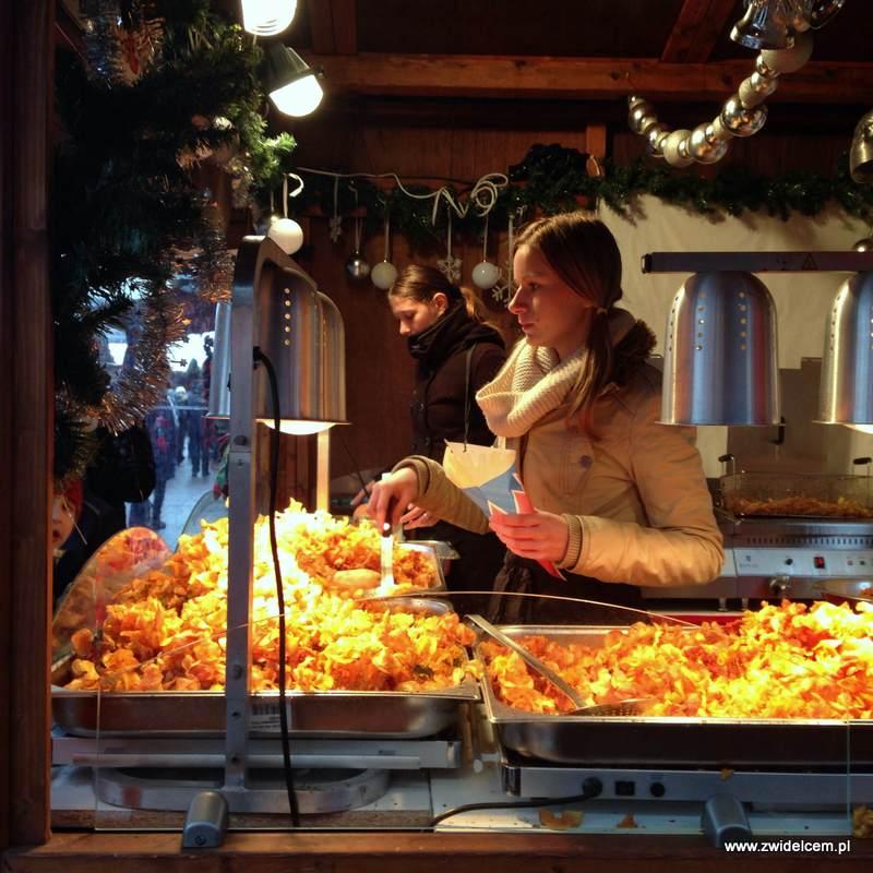 Berlin – Weihnachtsmarkt am Alexanderplatz - ziemniaczane chrupki