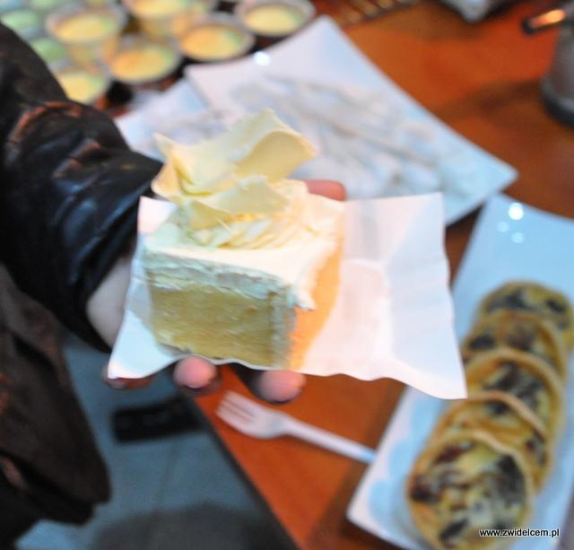 Kraków - Magiczny Foodstock - Brasserie Sztuka - ciastko z musem z białej czekolady