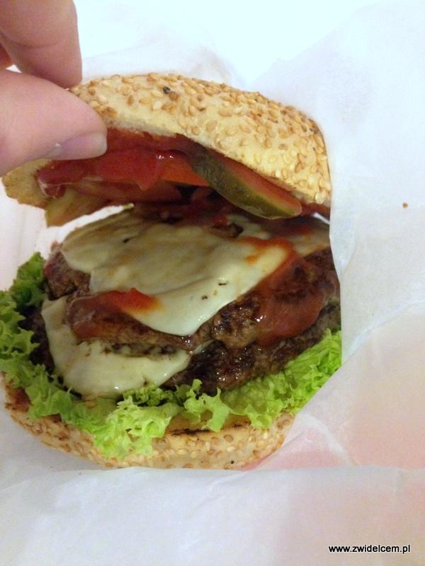 Kraków - Antler Poutine&Burger - Burger od środka