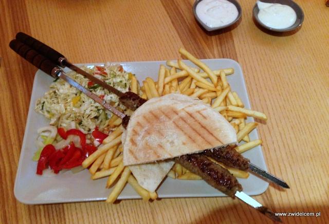 Kraków - Laila - shish kebab z sałatką
