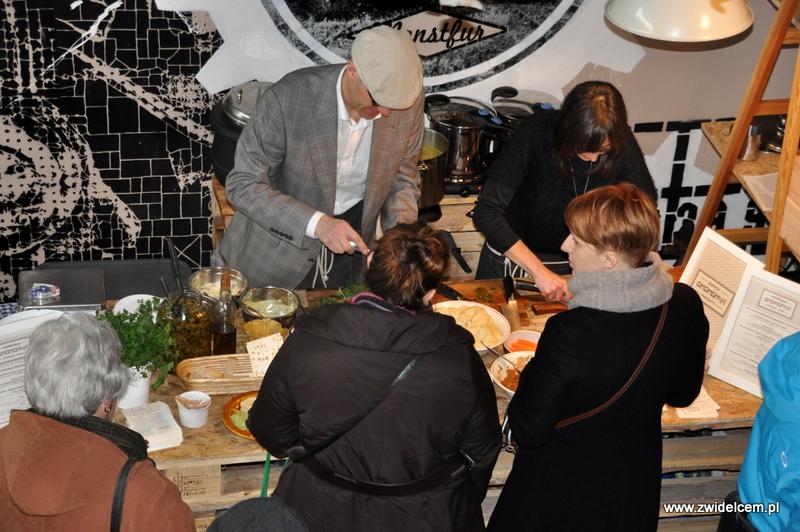 Kraków - Małe Najedzeni Fest! Kipi kasza, kipi groch - Hummus Amamamusi przy pracy