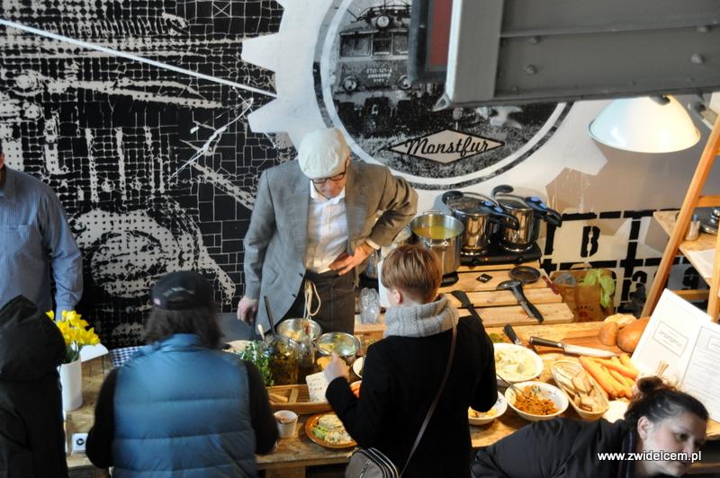 Kraków - Małe Najedzeni Fest! Kipi kasza, kipi groch - Hummus Amamamusi -- stoisko