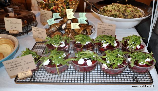 Kraków - Najedzeni Fest Slow Food - Posiłki - sałatka z buraka