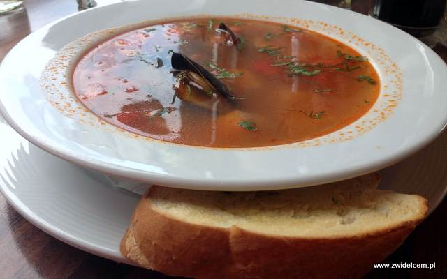 Kraków - Oregano - zupa rybna z małżami z czosnkową grzanką
