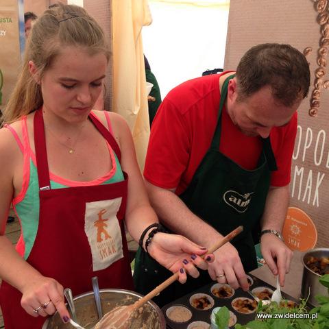 Miechów - Małopolski Festiwal Smaku - Produkcja muffinów