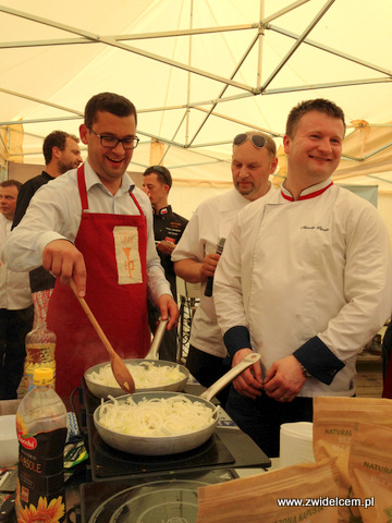 Miechów – Małopolski Festiwal Smaku – smażymy cebulę