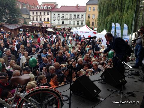 Kraków - Małopolski Festiwal Smaku - Marszałek rozdaje tort ze sceny