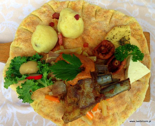 Wysowa - Święto Rydza -podpłomyk, jagnięcina, grule z bryndzą - Hańczowa