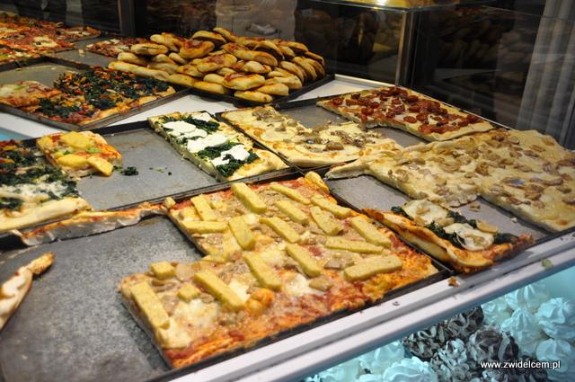 Bergamo - IL Fornaio - pizza w kawałkach