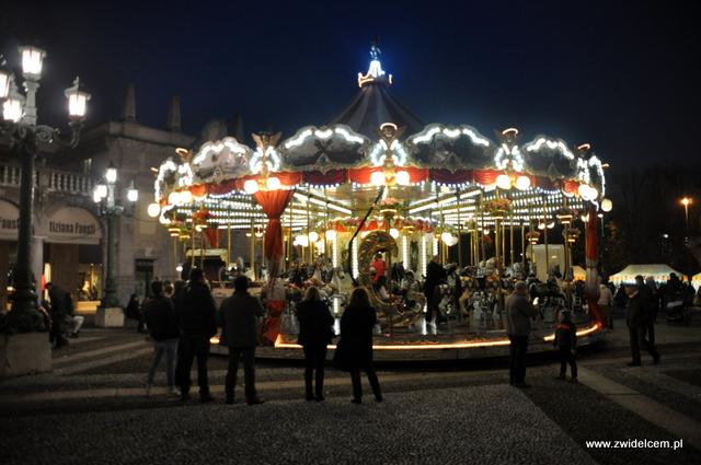 Bergamo - Targ Via Roma - karuzela