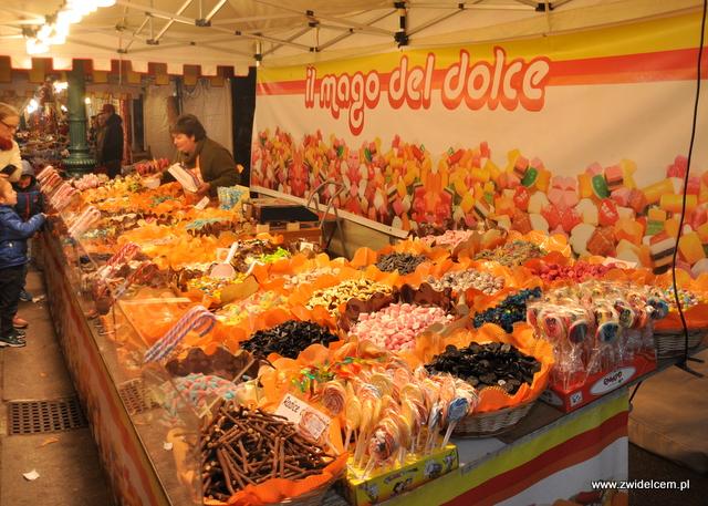 DBergamo - Targ Via Roma - stoisko ze słodyczami