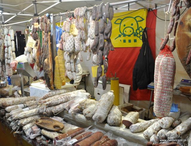 Bergamo - Targ Via Roma - kiełbasy