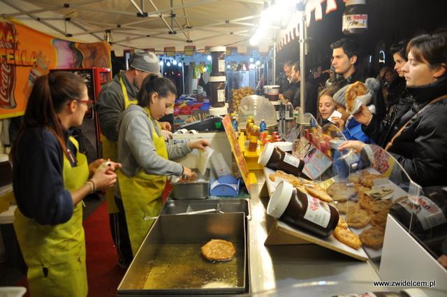 Bergamo - Targ Via Roma - placki z Nutella
