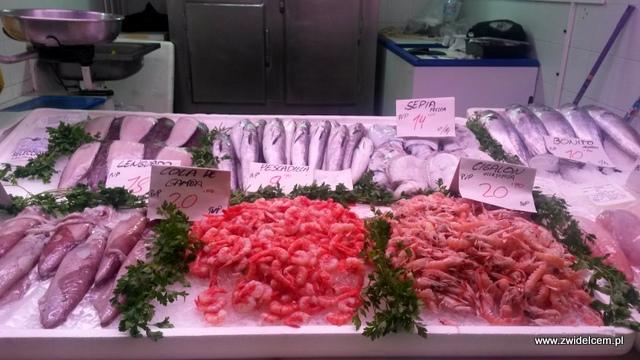 2014Hiszpania - Alicante - Mercado Central - krewetki, mątwy