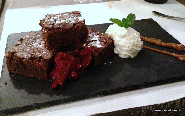 Kraków - Miodova - Ciasto czekoladowe z solonym sosem karmelowym i lekkim kremem z bitej śmietany
