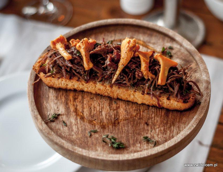 Kraków - Włoska Pizzeria & Ristorante - bruschetta z dziczyzną i marynowanymi kurkami