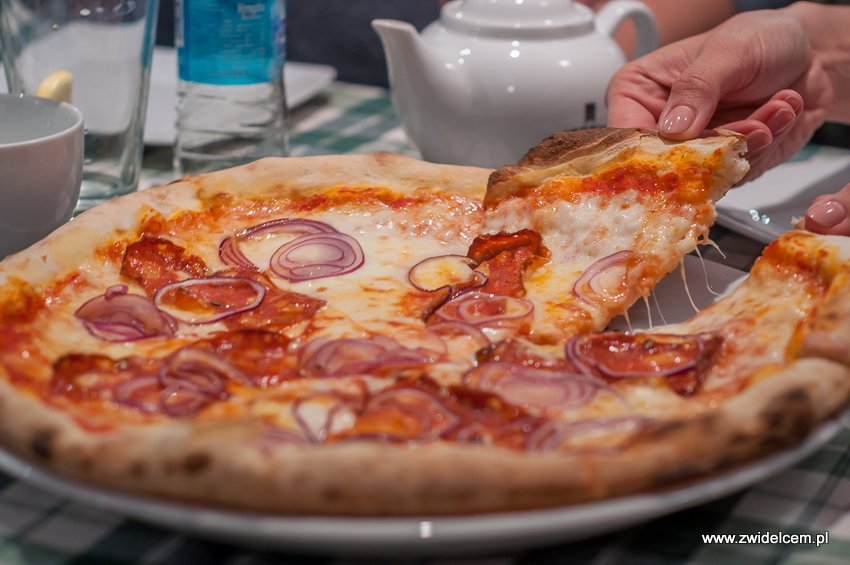 Kraków - Al Vecchio Forno - pizza diavola ze spianata piccante