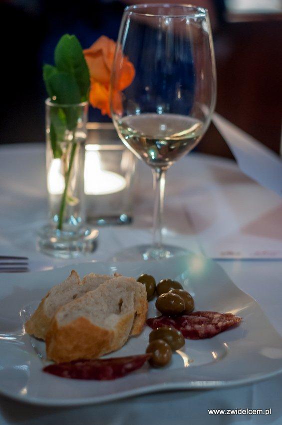 Promocja Cagliari - Kraków - Bonerowska - wino - oliwki - kiełbasa z Campidano